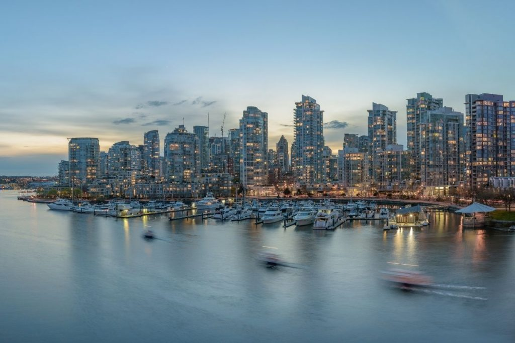 Waterfront Living: The Advantages and Disadvantages